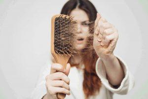 6 nguyên nhân khiến bạn nữ tuổi dậy thì gặp phải tình trạng rụng tóc